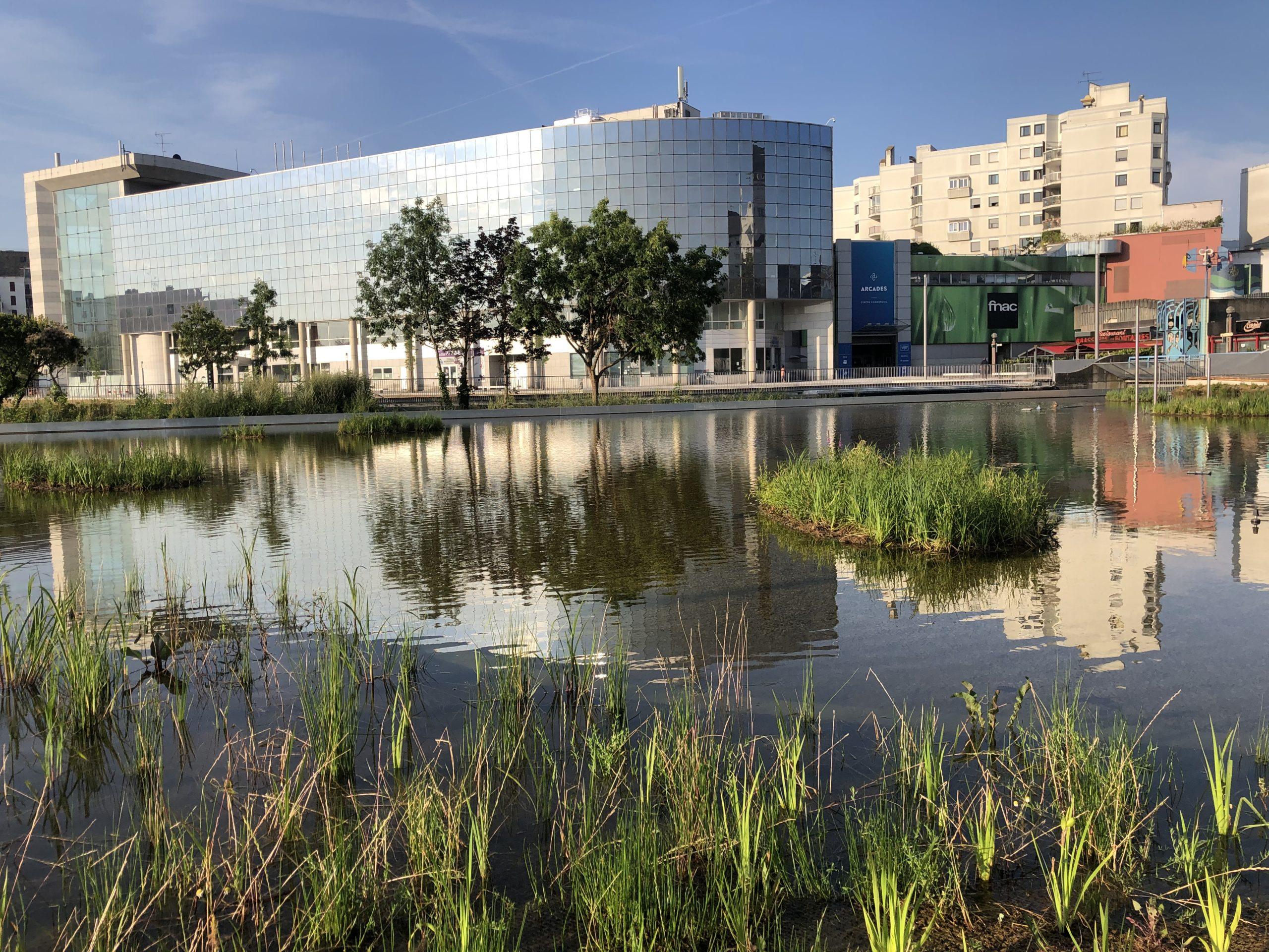 Aménagement d'une esplanade avec bassin (93)