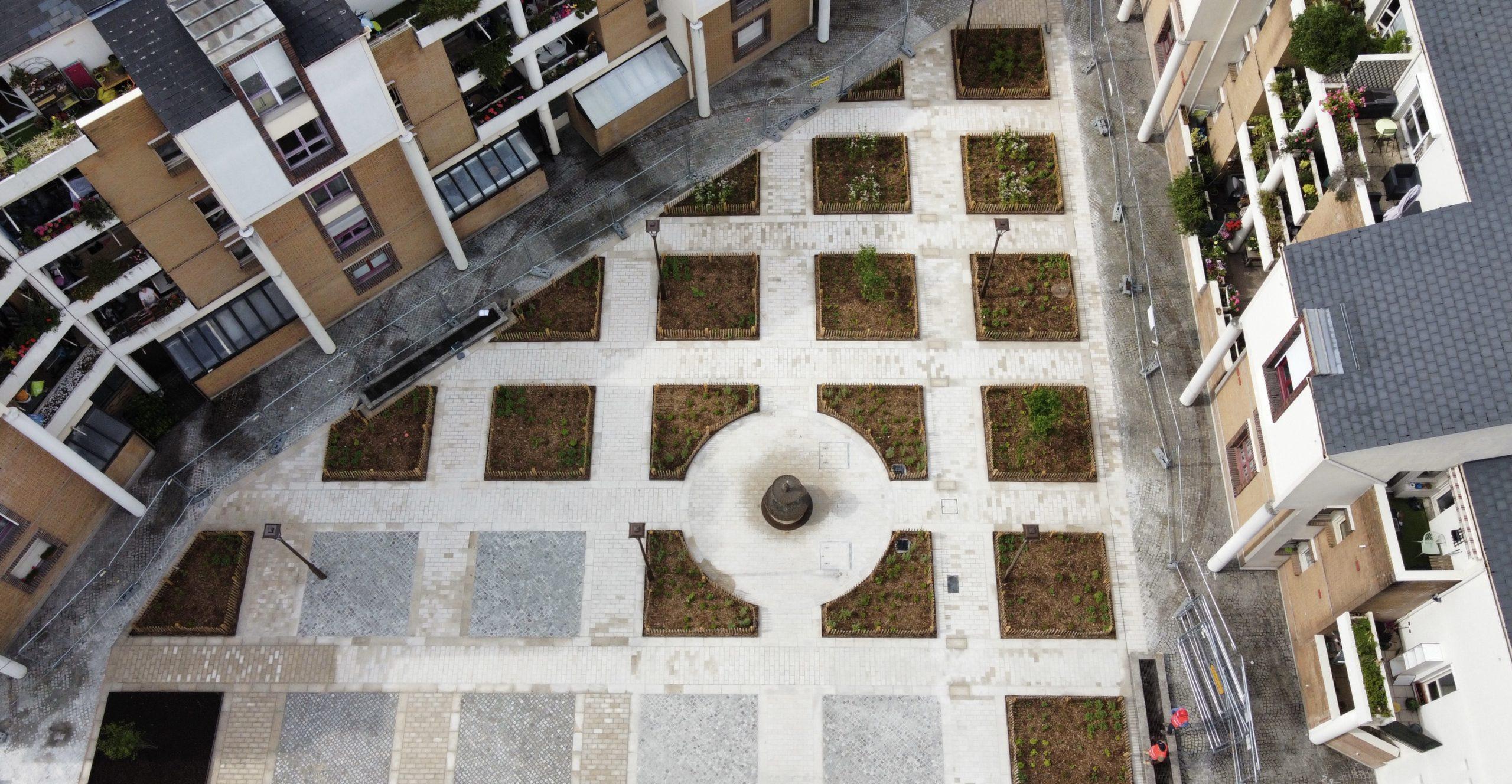 Aménagement d'une place en milieu urbain (93)